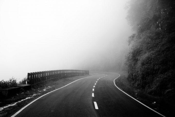Οι δρόμοι του αύριο είναι άδειοι.